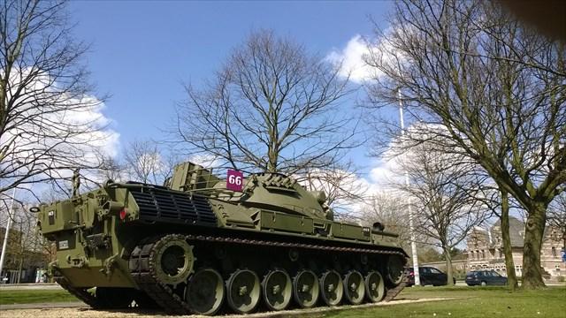 Mietje Stroel - Zelzate legertank