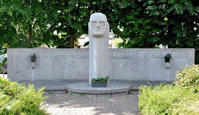 Mietje Stroel - standbeeld